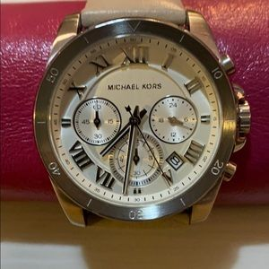 MICHAEL KORS woman's leather band and silver watch